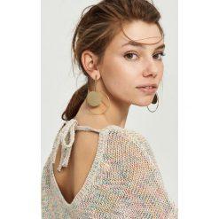 Luźny sweter z wiązaniem - Kremowy. Białe swetry klasyczne damskie marki Sinsay, l. W wyprzedaży za 39,99 zł.