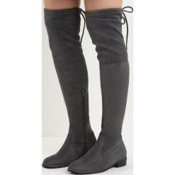 Ciemnoszare Kozaki Lady In Grey. Szare buty zimowe damskie marki Born2be, z materiału, z okrągłym noskiem, przed kolano, na wysokim obcasie, na płaskiej podeszwie. Za 129,99 zł.