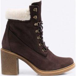 Bayla - Botki. Brązowe buty zimowe damskie Bayla, z materiału, z okrągłym noskiem, na sznurówki. W wyprzedaży za 199,90 zł.
