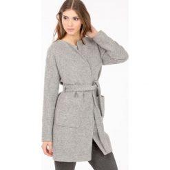 Płaszcze damskie: Wełniany płaszcz z paskiem