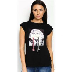 Czarny T-shirt Used Famous. Czarne bluzki z odkrytymi ramionami marki bonprix, eleganckie, z krótkim rękawem. Za 49,99 zł.