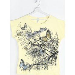 Żółty T-shirt Freaky In The Club. Żółte bluzki damskie marki Mohito, l, z dzianiny. Za 19,99 zł.