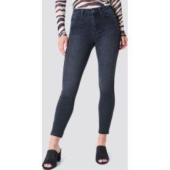 Trendyol Jeansy z zamkami i wysokim stanem - Black. Czarne jeansy damskie marki Trendyol, z podwyższonym stanem. W wyprzedaży za 70,98 zł.