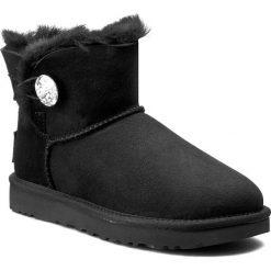 Buty UGG - W Mini Bailey Button Bling 1016554 W/Blk. Szare buty zimowe damskie marki Ugg, z materiału, z okrągłym noskiem. Za 1029,00 zł.