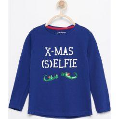 Koszulka ze świątecznym nadrukiem - Niebieski. Niebieskie bluzki dziewczęce marki Reserved, z nadrukiem. W wyprzedaży za 9,99 zł.