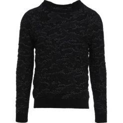 Swetry klasyczne męskie: Tigha SCOTT CAMOUFLAGE Sweter black/camouflage