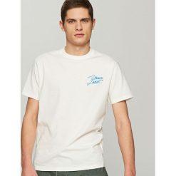 T-shirty męskie: T-shirt z aplikacją dream land – Biały