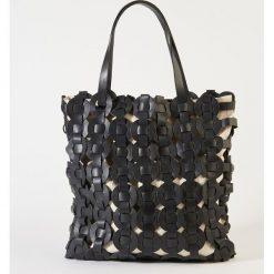 Torba z plecionej skóry. Czarne torebki klasyczne damskie La Redoute Collections, w paski, z bawełny. Za 423,36 zł.