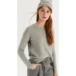 Sweter z wiązaniem na plecach - Jasny szar. Szare swetry klasyczne damskie Sinsay, l, z dekoltem na plecach. Za 59,99 zł.