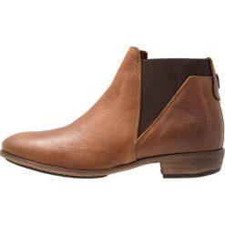 HUB KIM Ankle boot cognac. Brązowe botki damskie na zamek HUB, z materiału. Za 549,00 zł.