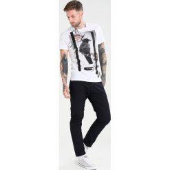 T-shirty męskie z nadrukiem: Religion LONE CROW Tshirt z nadrukiem white