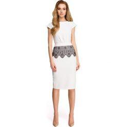Sukienki: Sukienka ołówkowa z marszczeniem przy pasku i koronką - ecru