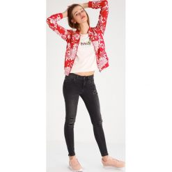 T-shirty damskie: Saint Noir DO NOTHING Tshirt z nadrukiem light pink