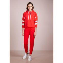Current/Elliott DALLAS PANT Spodnie treningowe racing red. Czerwone spodnie dresowe damskie Current/Elliott, z bawełny. W wyprzedaży za 514,50 zł.