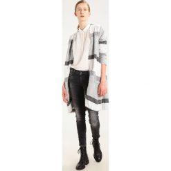 LTB ADELINDA Jeansy Slim Fit vista black wash. Czarne jeansy damskie marki LTB, z bawełny. W wyprzedaży za 175,45 zł.
