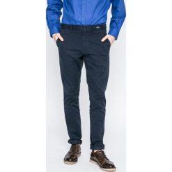 Tommy Hilfiger - Spodnie. Niebieskie rurki męskie marki TOMMY HILFIGER, z bawełny. W wyprzedaży za 279,90 zł.
