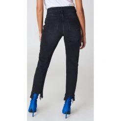 NA-KD Jeansy z rozdarciami - Grey. Szare jeansy damskie NA-KD, z jeansu. Za 202,95 zł.