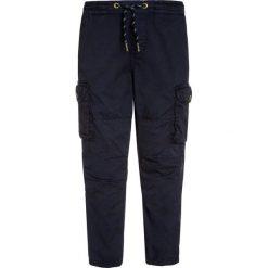 Scotch Shrunk RELAX FLIGHT WITH ELASTICATED WAISTBAND Bojówki navy. Niebieskie spodnie chłopięce marki Scotch Shrunk, z bawełny. W wyprzedaży za 187,85 zł.