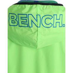 Bench WINDBREAKER Kurtka przeciwdeszczowa green gecko. Zielone kurtki chłopięce przeciwdeszczowe Bench, z materiału. Za 259,00 zł.