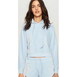 Bluzy damskie: Welurowa bluza z kapturem – Niebieski