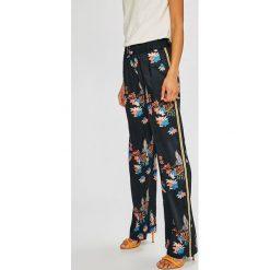 Pepe Jeans - Spodnie Beea. Szare boyfriendy damskie Pepe Jeans, z podwyższonym stanem. W wyprzedaży za 299,90 zł.