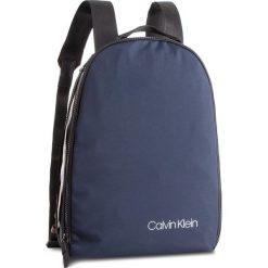 Plecak CALVIN KLEIN - Clash Round Backpack K50K504197  461. Niebieskie plecaki męskie Calvin Klein, z materiału. Za 449,00 zł.