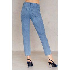 NA-KD Jeansy Die Young - Blue. Niebieskie boyfriendy damskie marki NA-KD, na lato, z napisami, z bawełny. W wyprzedaży za 91,98 zł.