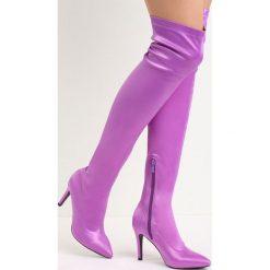 Fioletowe Kozaki Friendzone. Fioletowe buty zimowe damskie marki Born2be, z satyny, ze szpiczastym noskiem, na wysokim obcasie, na szpilce. Za 149,99 zł.