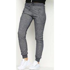 Ciemnoszare Spodnie Dresowe Avantient. Czarne spodnie dresowe damskie marki Born2be, l. Za 19,99 zł.