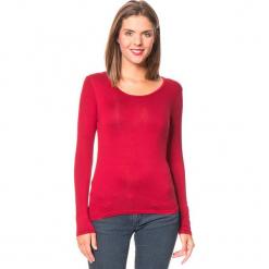 Koszulka w kolorze czerwonym. Czerwone bluzki z odkrytymi ramionami Assuili, klasyczne, z okrągłym kołnierzem, z długim rękawem. W wyprzedaży za 45,95 zł.