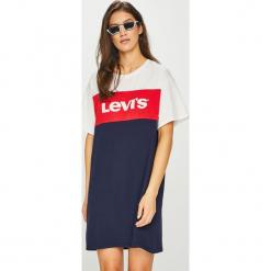 Levi's - Sukienka. Brązowe sukienki dzianinowe marki Levi's®, na co dzień, l, z nadrukiem, casualowe, z okrągłym kołnierzem, mini, proste. Za 189,90 zł.