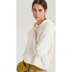 Bluza o ozdobnymi panelami na rękawach ReDesign - Kremowy. Białe bluzy damskie Reserved, l. Za 79,99 zł.