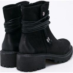 S. Oliver - Botki. Czarne buty zimowe damskie S.Oliver, z materiału, z okrągłym noskiem. W wyprzedaży za 139,90 zł.
