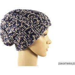 Czapki damskie: melanżowa grubaśna czapka robiona na drutach