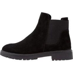 KIOMI Botki black. Czarne buty zimowe damskie marki KIOMI, z materiału. W wyprzedaży za 303,20 zł.