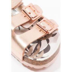 Kickers MAGINATION Sandały rose metal. Niebieskie sandały chłopięce marki Kickers, z kauczuku, na sznurówki. Za 249,00 zł.