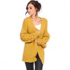"""Kardigan """"Shai"""" w kolorze musztardowym. Żółte kardigany damskie marki Cosy Winter, s, ze splotem. W wyprzedaży za 181,95 zł."""