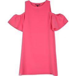 SUKIENKA DZIANINOWA Z ODSŁONIĘTYMI RAMIONAMI. Różowe sukienki balowe Top Secret, na lato, z dzianiny. Za 64,99 zł.