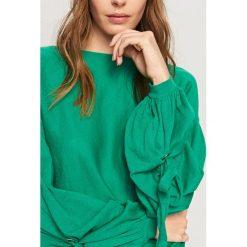 Sweter z szerokimi rękawami - Zielony. Białe swetry klasyczne damskie marki Reserved, l. W wyprzedaży za 39,99 zł.