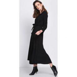 Czarna Sukienka Tract. Czarne sukienki marki Born2be, uniwersalny, z koszulowym kołnierzykiem, koszulowe. Za 124,99 zł.