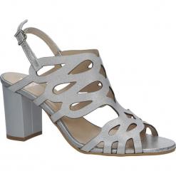 Srebrne sandały skórzane zabudowane ażurowe na obcasie Kordel 1684. Szare sandały damskie Kordel, w ażurowe wzory, na obcasie. Za 259,99 zł.