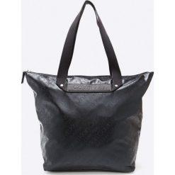 Calvin Klein - Torebka. Czarne torebki klasyczne damskie Calvin Klein, z materiału, duże. W wyprzedaży za 399,90 zł.