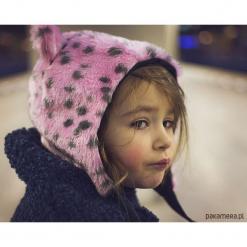 Czapka z uszami Różowa Pantera. Czerwone czapki zimowe damskie marki Pakamera, z motywem zwierzęcym, z bawełny. Za 98,00 zł.