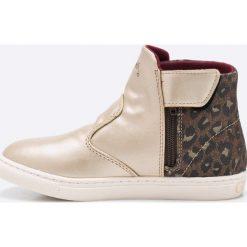 Guess Jeans - Trampki. Szare buty sportowe dziewczęce Guess Jeans, z aplikacjami, z gumy, z okrągłym noskiem. W wyprzedaży za 219,90 zł.