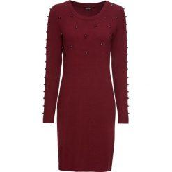 Sukienka dzianinowa z perełkami bonprix czerwony rubinowy. Czerwone sukienki dzianinowe bonprix, z okrągłym kołnierzem. Za 89,99 zł.