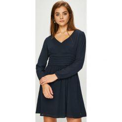Pepe Jeans - Sukienka Ashley. Sukienki małe czarne marki Pepe Jeans, na co dzień, l, z bawełny, casualowe, rozkloszowane. Za 299,90 zł.