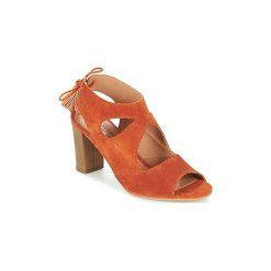 Sandały Betty London  GARMER. Brązowe sandały damskie marki Betty London. Za 295,20 zł.