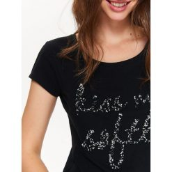 T-SHIRT DAMSKI Z APLIKACJĄ. Czarne t-shirty damskie Top Secret, z aplikacjami, z bawełny, z klasycznym kołnierzykiem. Za 44,99 zł.
