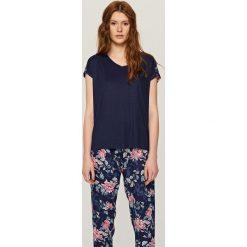 Piżama z szortami - Granatowy. Białe piżamy męskie marki Reserved, l, z dzianiny. Za 79,99 zł.
