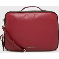 Calvin Klein - Torba na laptopa. Brązowe torby na laptopa marki Calvin Klein, w paski, z materiału. Za 579,90 zł.